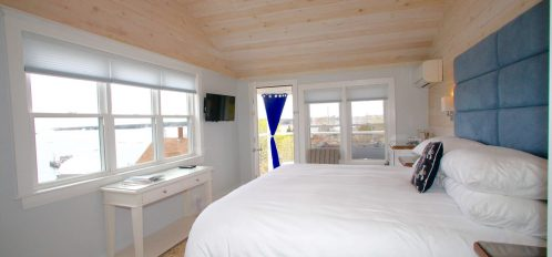 Enjoy spectacular views from this coveted corner room, with a king bed and tub/shower combination