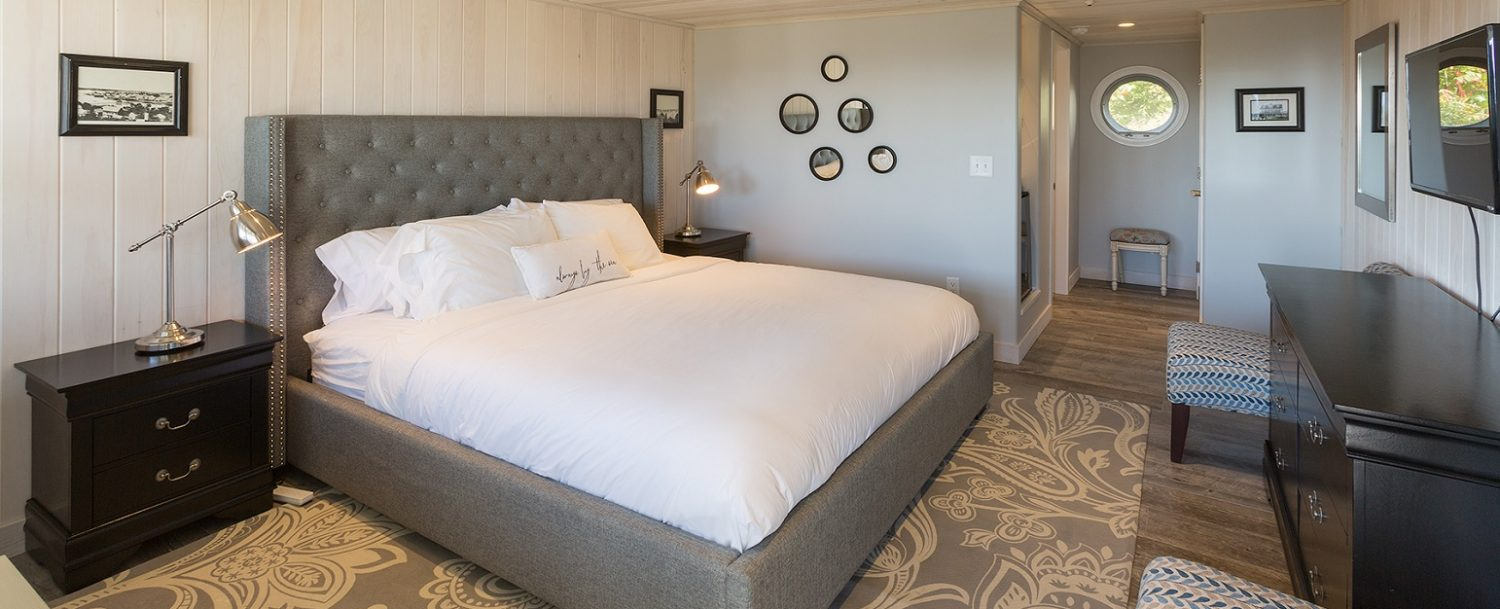 Room 21, Windward Guest House, King bed with luxury firm mattress, private bathroom with walk-in shower