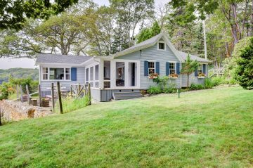 Water's Edge Cottage, 57 Barrows Road, Boothbay Harbor, Maine 04538