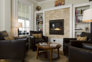 Living area with a fireplace at Topside Inn
